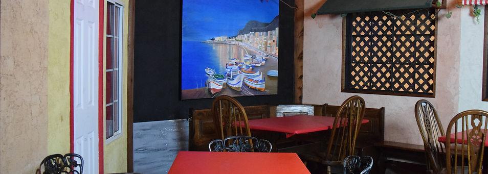 Pazzo's Pizza Interior