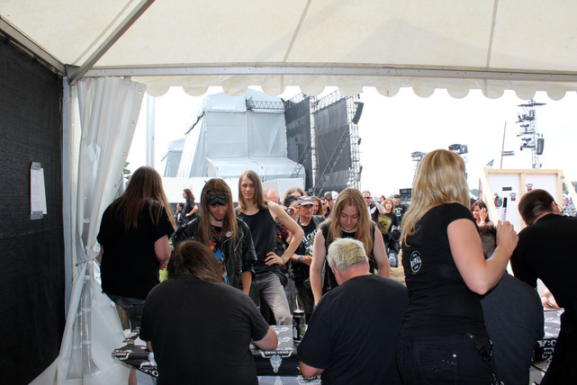 Signing session BYH