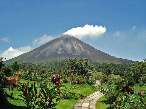 costa_ricas_natural_wonders_arenal_volcano1.jpg