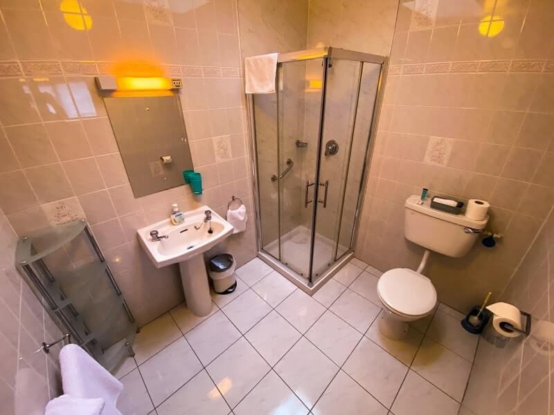 Twin / Triple Bathroom