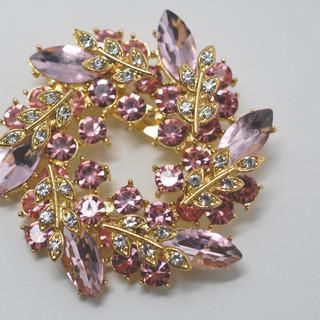 Shades of Pink Wreath Brooch