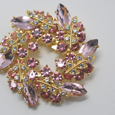 Shades of Pink Wreath Brooch