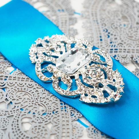 Elegant Design Brooch with Pin