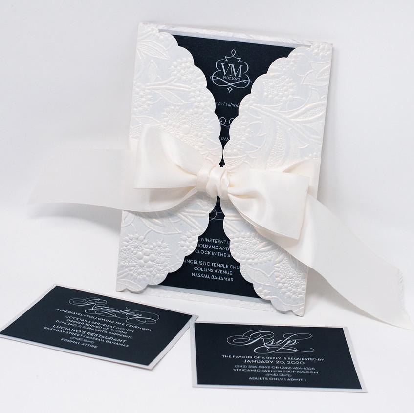 Stunning Black & White Wedding Set