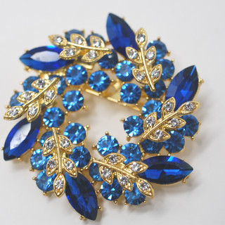 Blue & Lt Blue Wreath Brooch