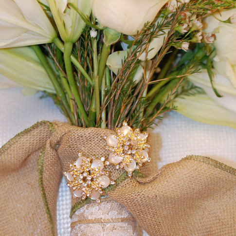 Brooches that enhance