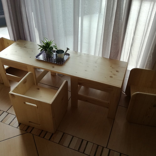 Table et ses 3 weaning chairs
