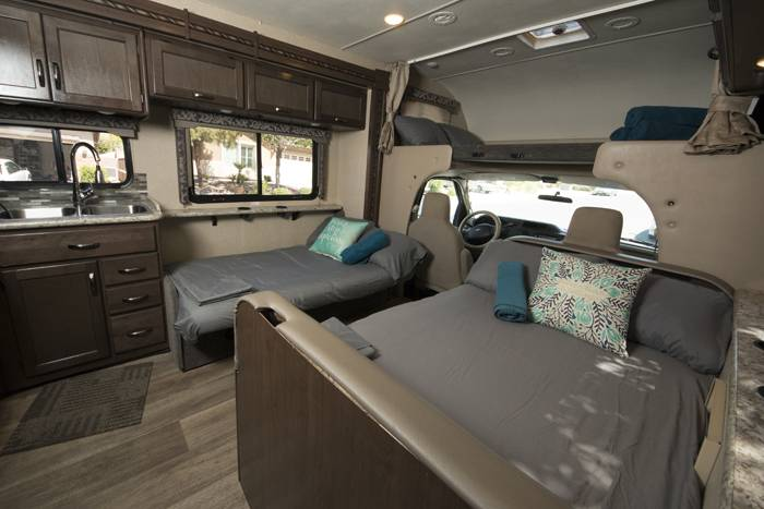 2018 Thor Four Winds 30D RV (3)