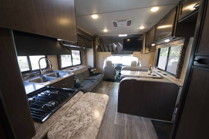 2018 Thor Four Winds 30D RV (2)