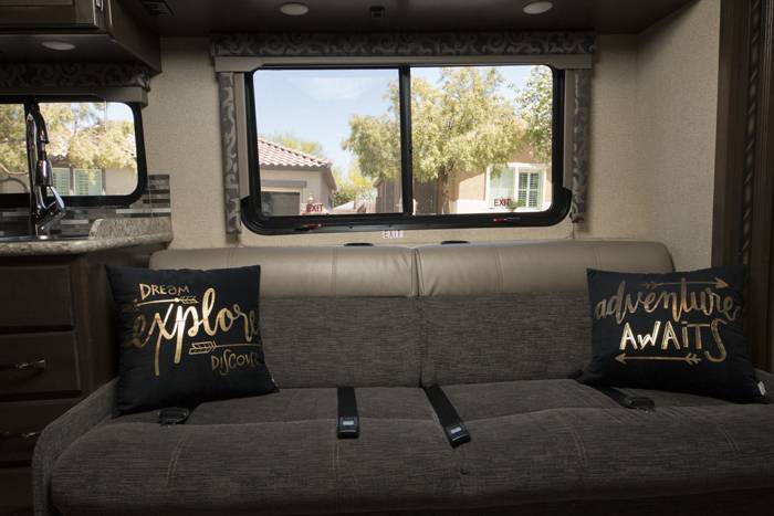 2018 Thor Four Winds 30D RV (5)