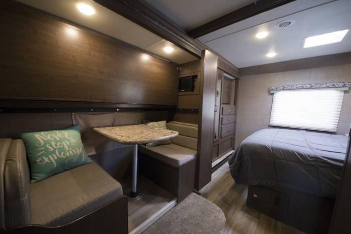 2018 Thor Four Winds 30D RV (6)