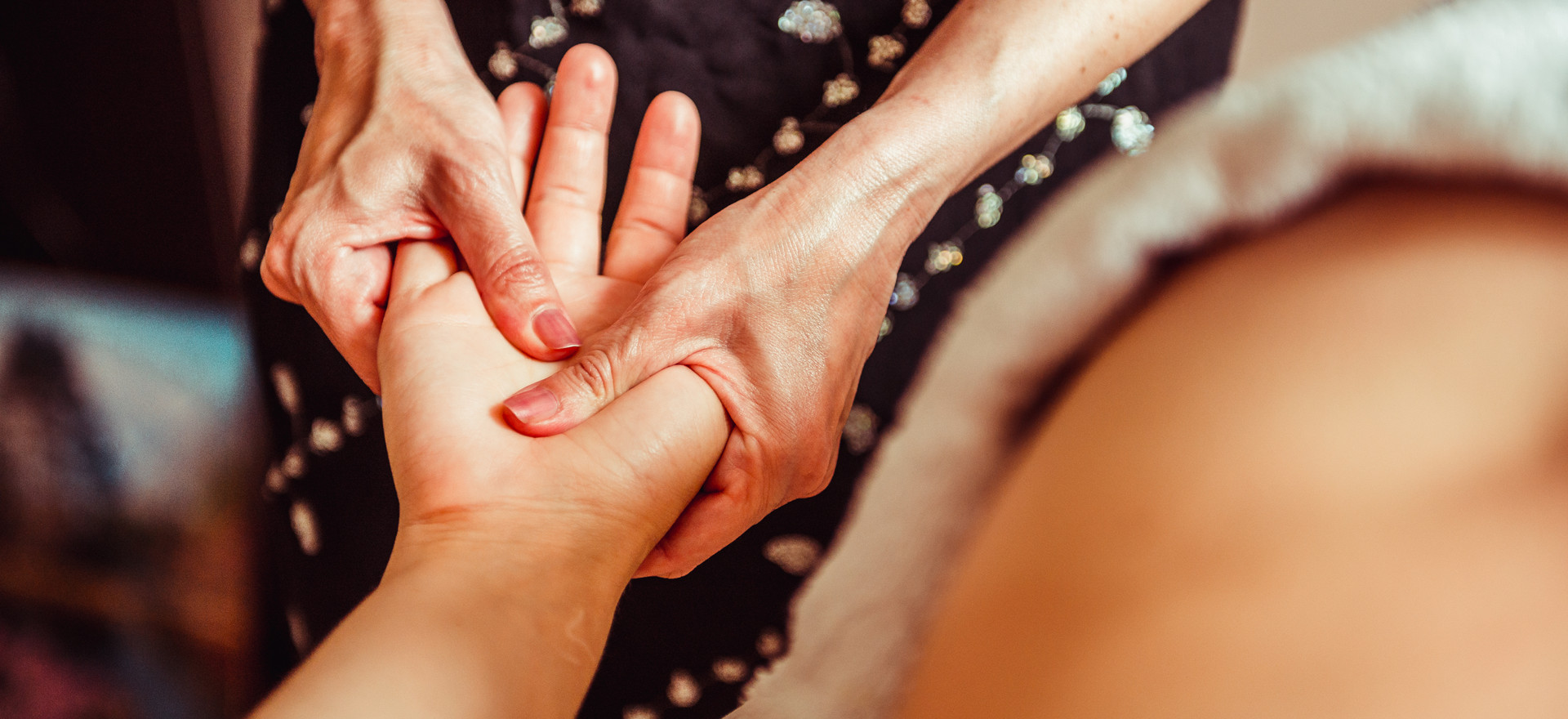 physical therapist massage hands.jpg