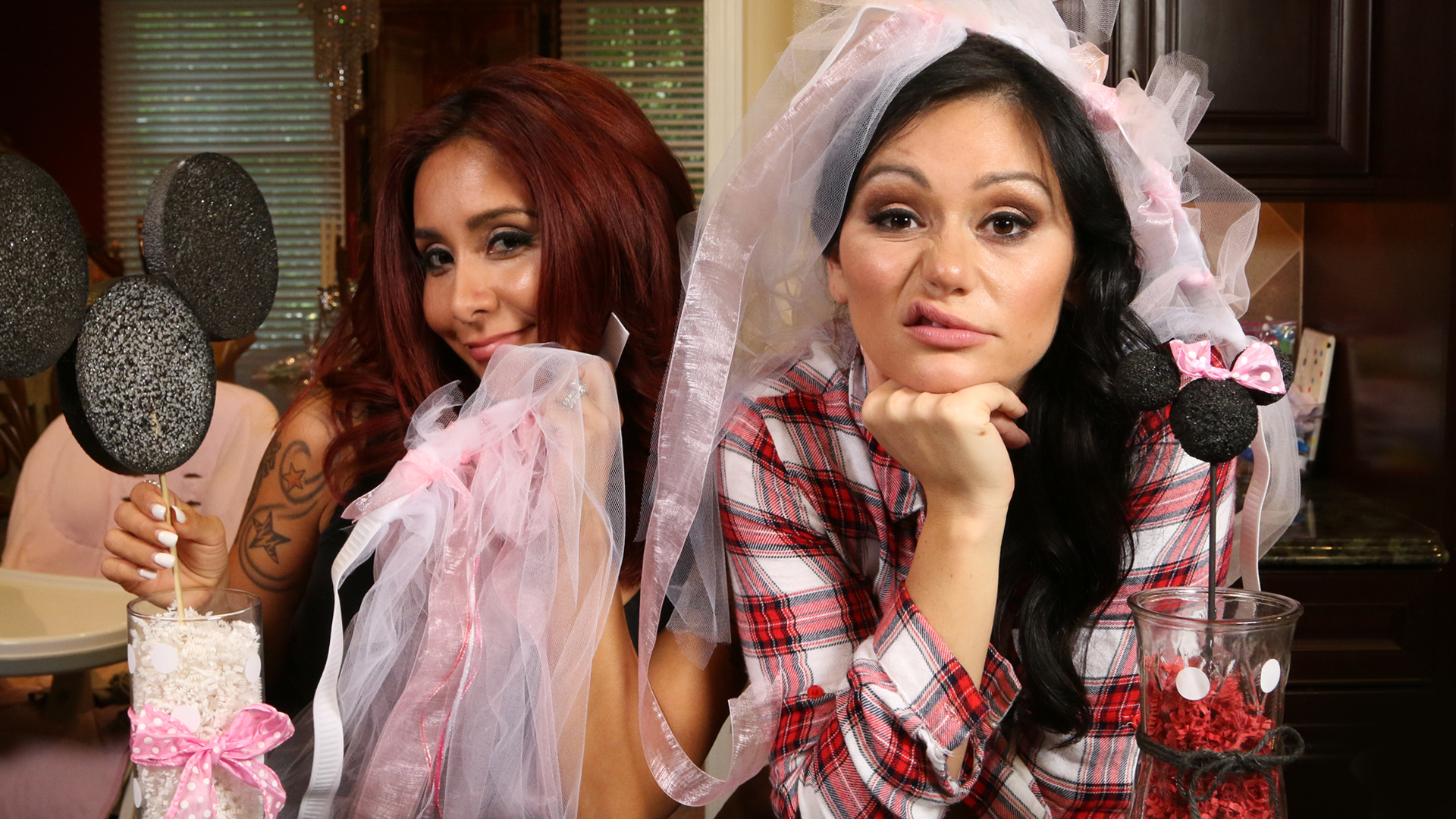 Jwoww/Snookie - Mom's With Attitude