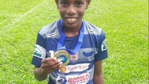 Garoto de 11 anos vítima de racismo recebe apoio de times e jogadores de futebol