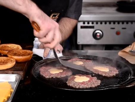 Classic Smashed Cheeseburger