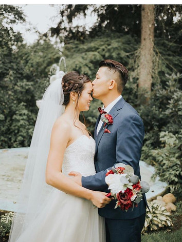 Such a beautiful couple ! Congratulation