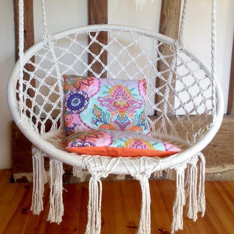Hangstoel in de kamer