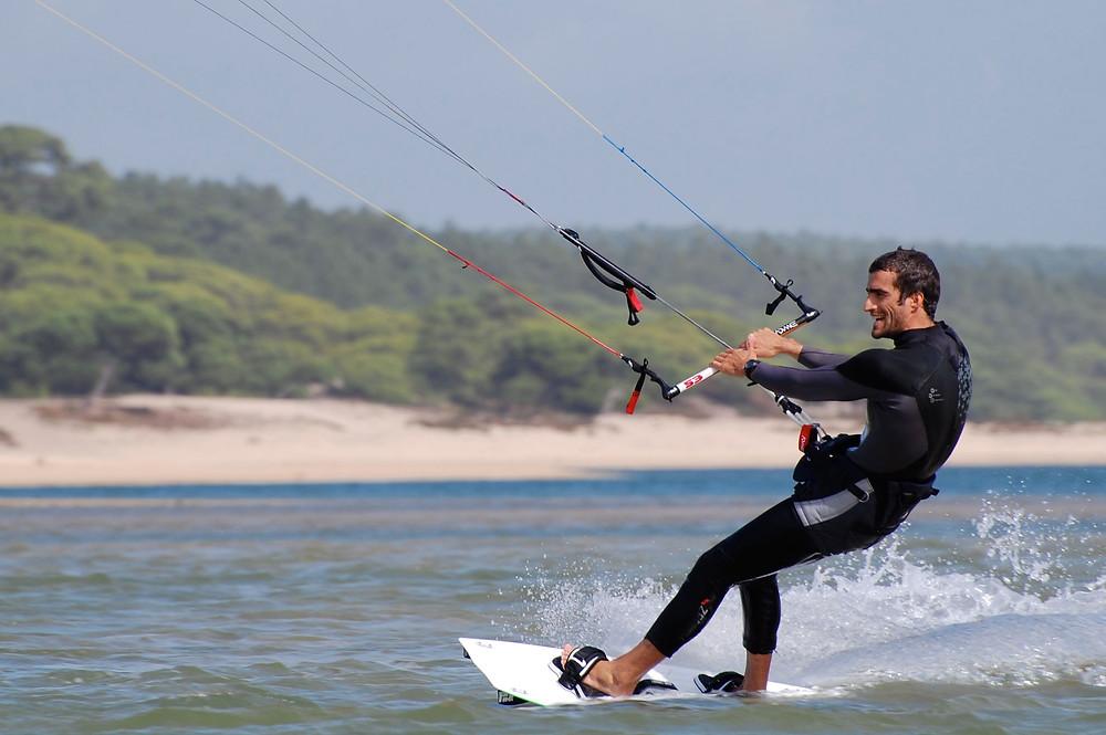 Kitesurf na Lagoa de Albufeira.