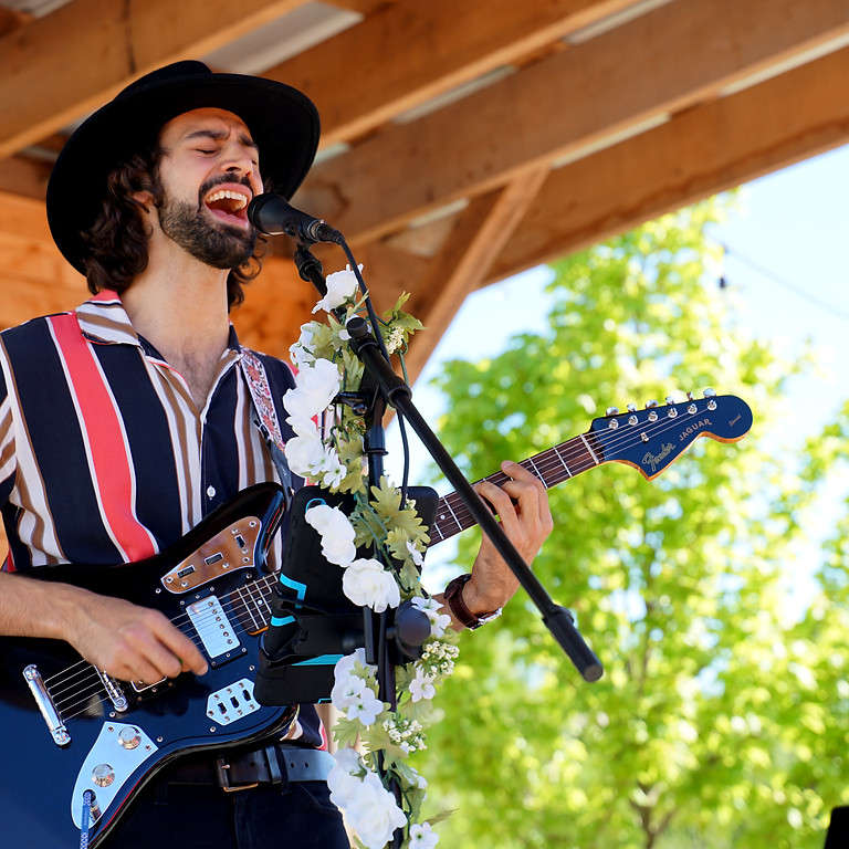 Free Live Music: Danny Jams