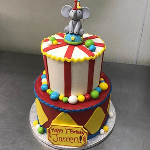 CIRCUS THEMED CAKES.  SWIPE LEFT #downto