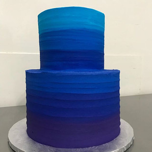 Stunning Ombré Cake! 😱💙 Made By Us! we