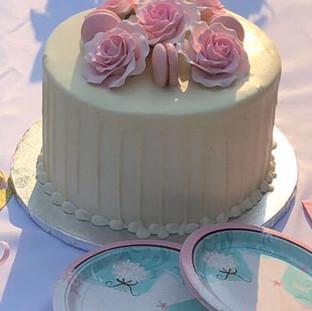 SIMPLE & ELEGANT BRIDAL SHOWER CAKE.  Th