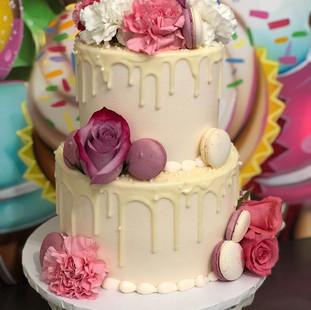 Wow! 😍Gorgeous Wedding Cake Decorated B