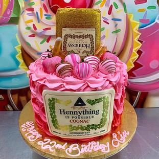 PINK HENNESSY CAKE 💕💕💕#bayareadessert