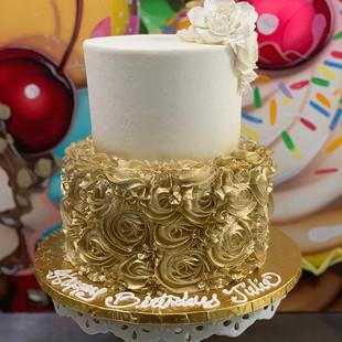 A GOLD BEAUTY #bayareacakes #eastbay #ea