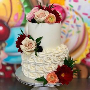SIMPLE BUT ELEGANT WEDDING CAKE.  #thecu