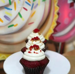 RED VELVET CHEESECAKE!  RED VELVET CAKE