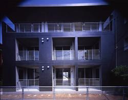 子安のトンネルアパートメント01