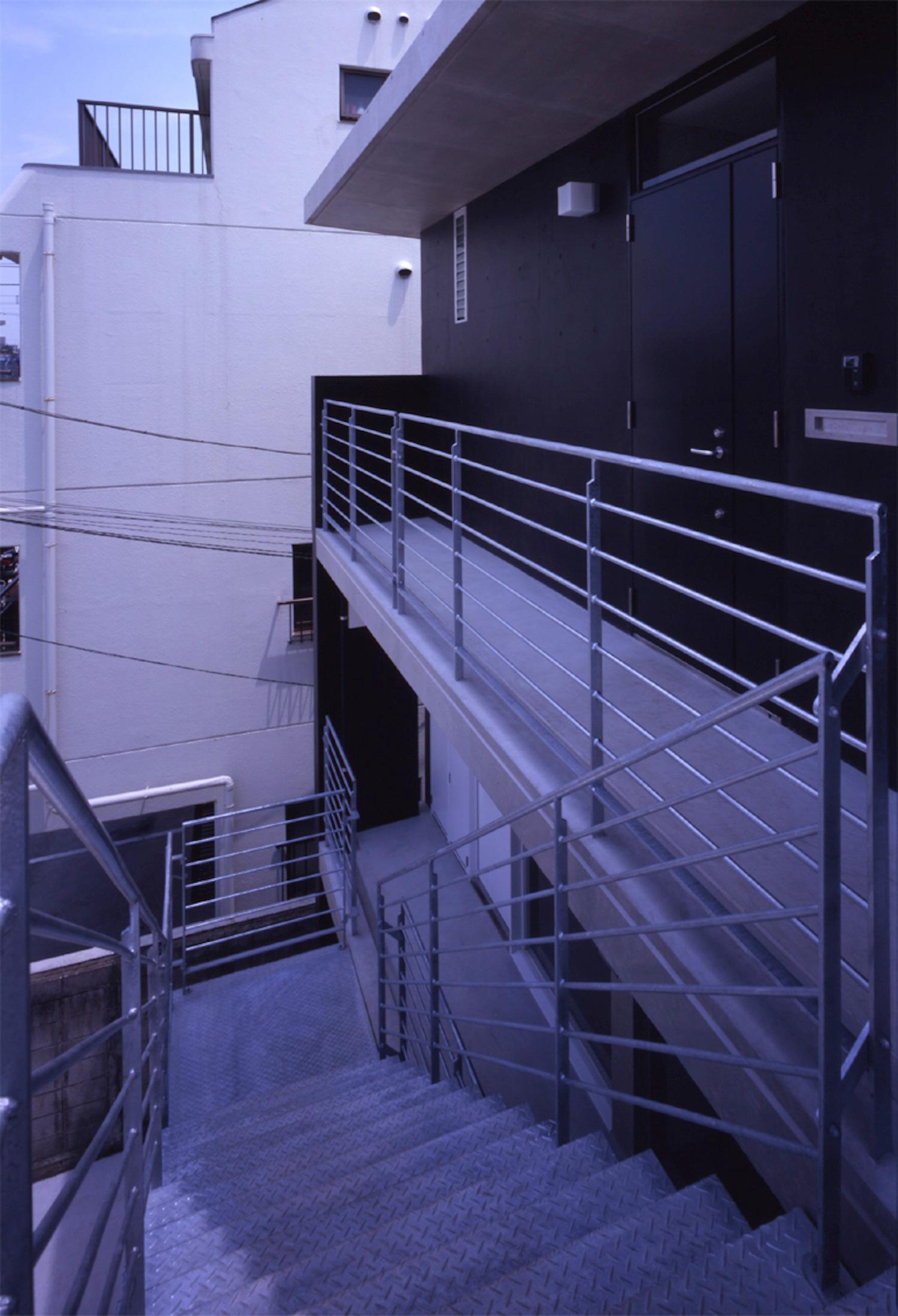 子安のトンネルアパートメント10