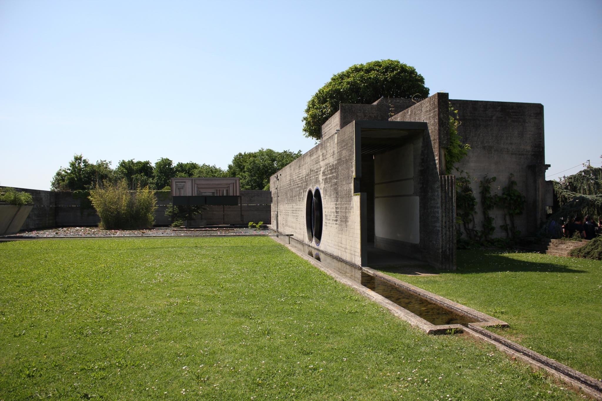 ブリオンベガ墓地24