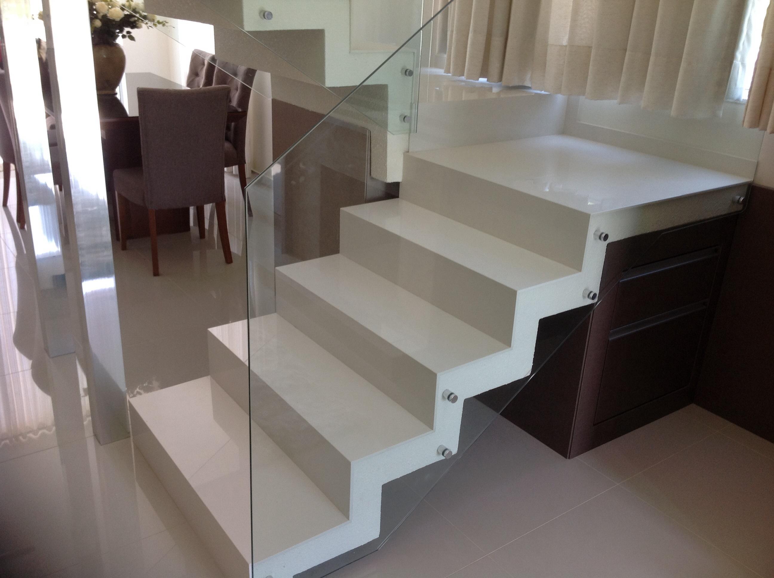 escada em Aglostone compac soft white