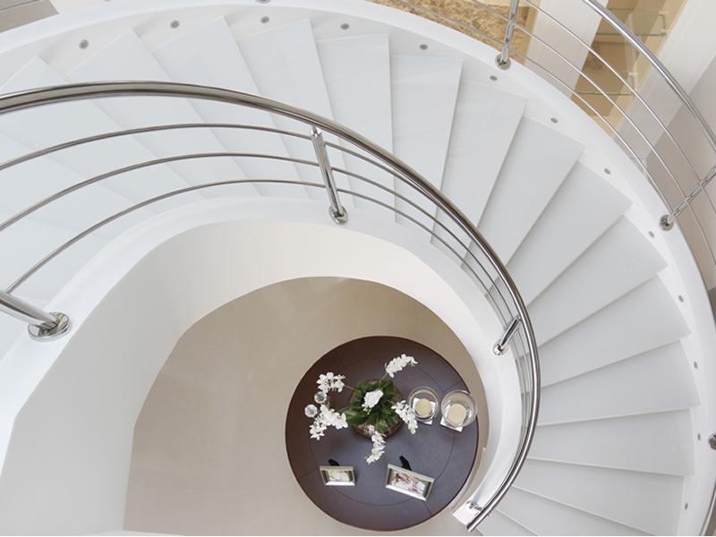 Escada helicoidal em quartzo