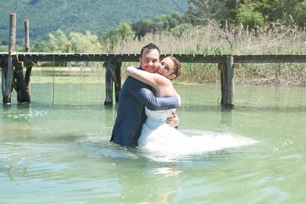 Day after, séance réalisée une ou plusieurs semaines après le mariage. Séance au lac d'aiguebelette