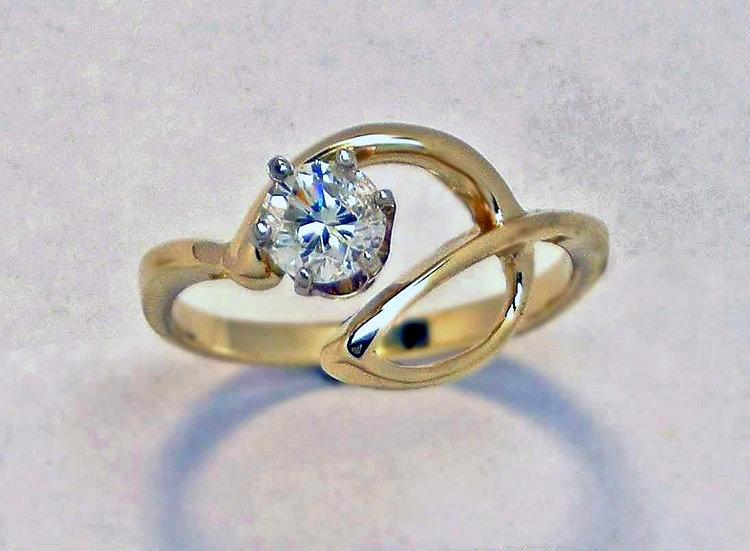 Fluid Circle Diamond Ring