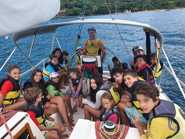 Pedro-e-velejadores.png
