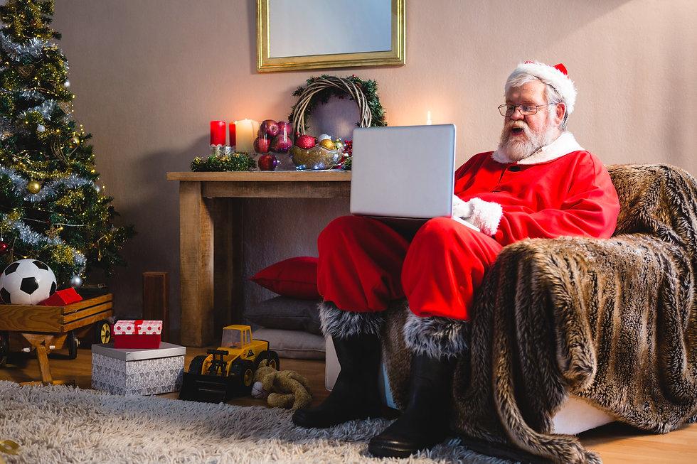 santa-claus-sitting-and-using-laptop-ZQ5