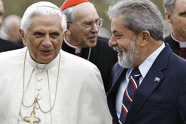 anti_papa_bento_XVI_com_lula.jpg