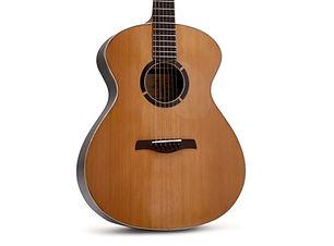 La Grand Auditorium est un guitare hybride entre le modèle Dreadnaught et la OM.