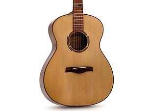 Le modèle OM inspiré de la classique guitare de Martin avec un forme redessinée.