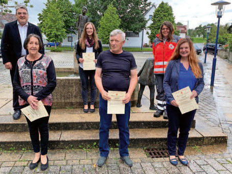 Blutspender ausgezeichnet Mariusz Stark hat 100 Blutspenden geleistet