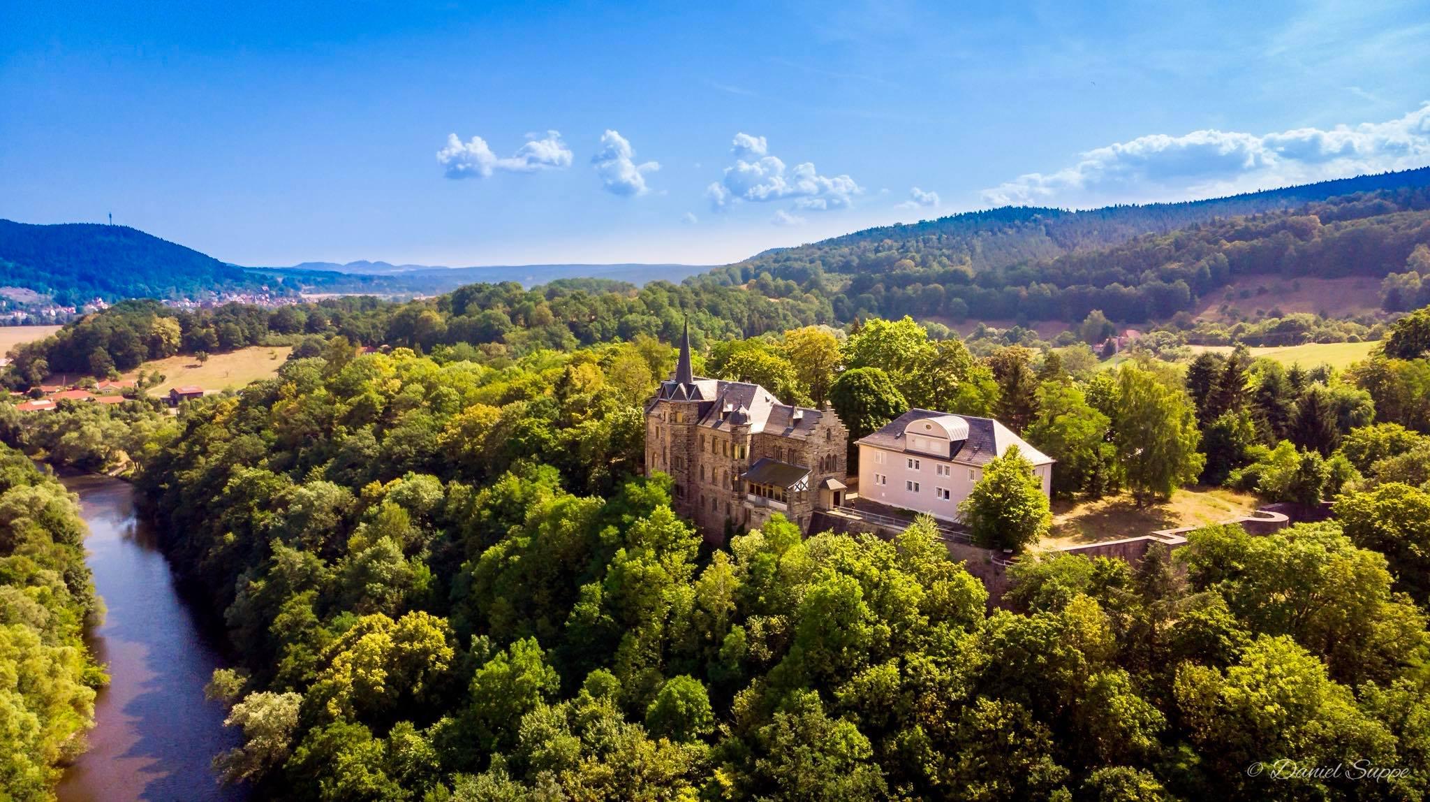Luftbild Schloss und Forsthaus