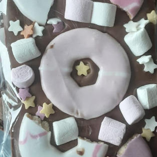 £4.50 Belgian milk chocolate topped with iced shortcake rings and mini marshmallows