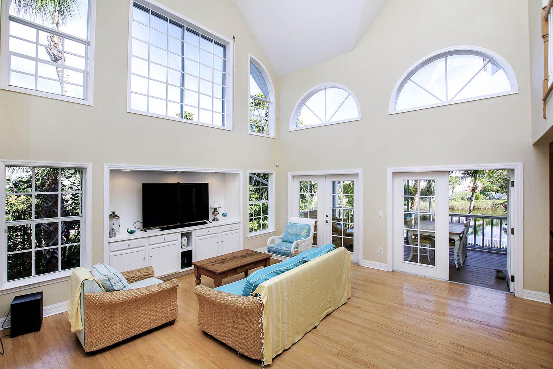 5 Living Room a