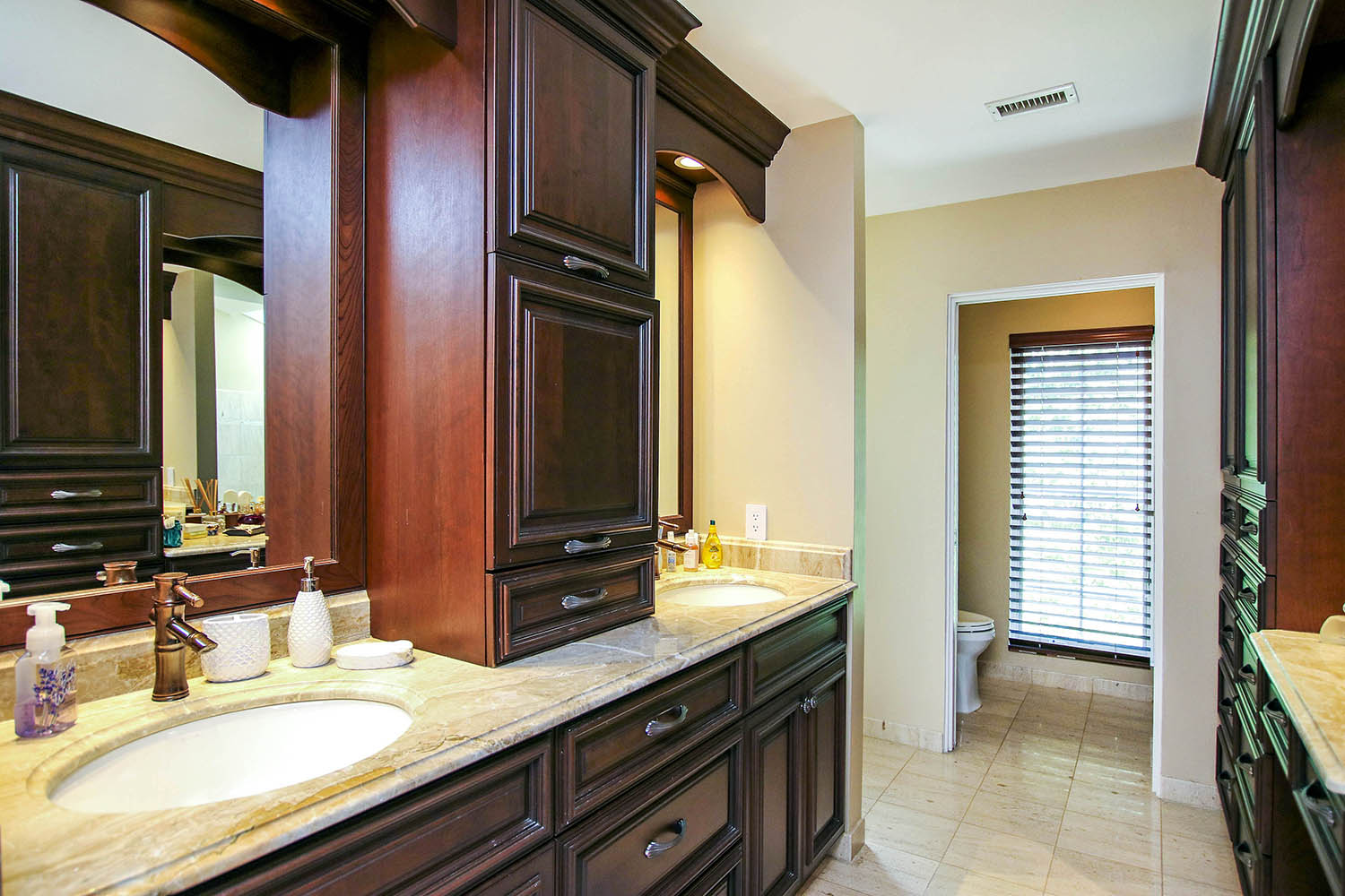 17 Master Bathroom a (1)