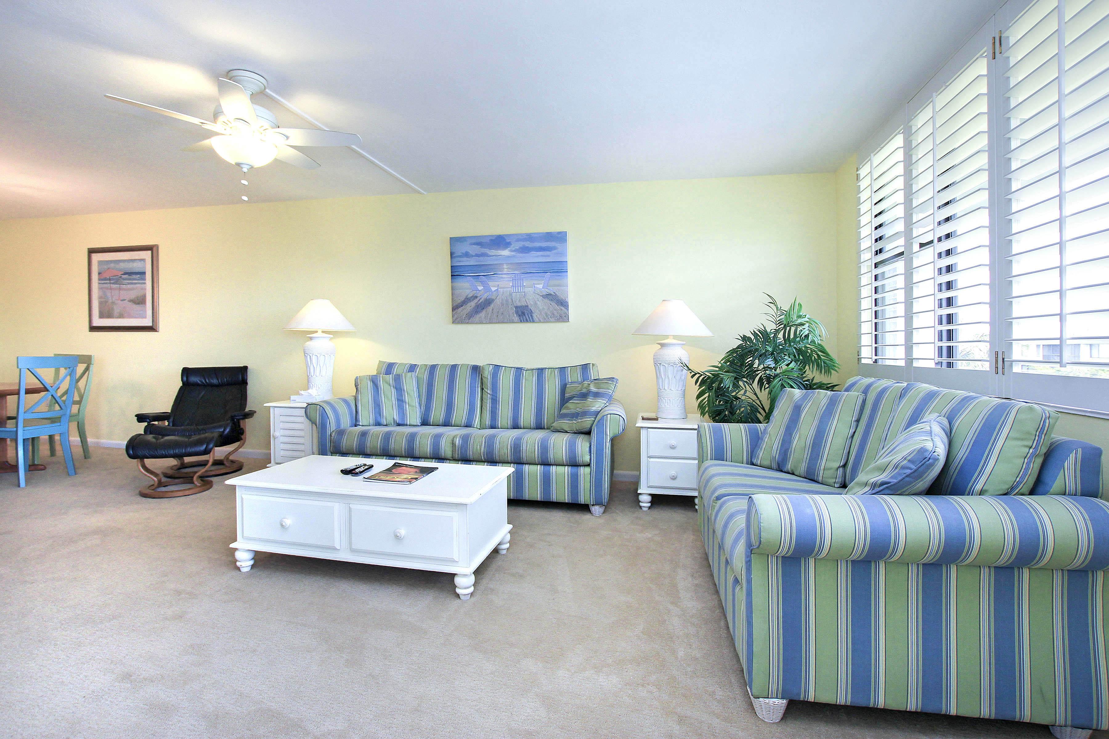 6 Living Room c