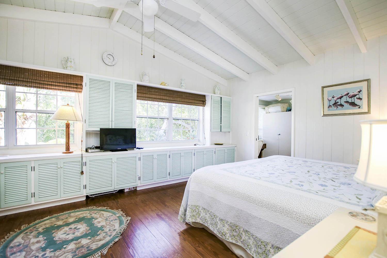 15 Primary Bedroom c